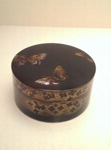 今回の展示品で一番のお気に入り。蝶々のモチーフが好きで…