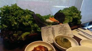 サムパッの野菜、くるむでは2人前でこのボリューム