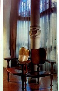 べったりくっつくラブチェアとは違い独立してくつろげる椅子でした