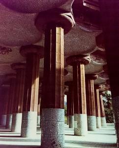 グエル公園 柱廊