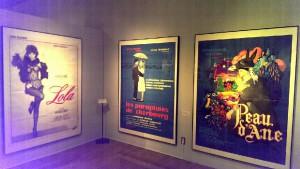 センスが良い特大ポスター。展示室ここだけ撮影可能です!